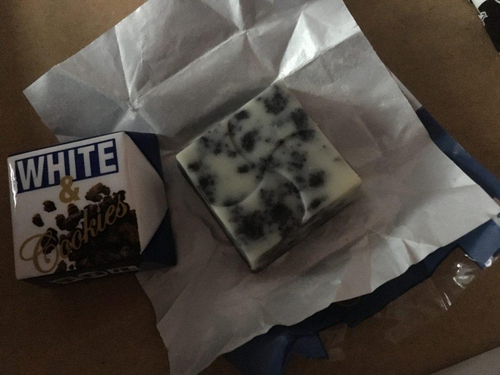 White & Cookies